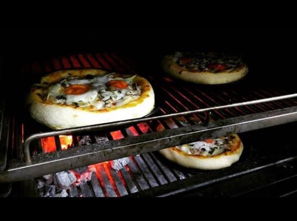 Pira cotture pizza con carbone
